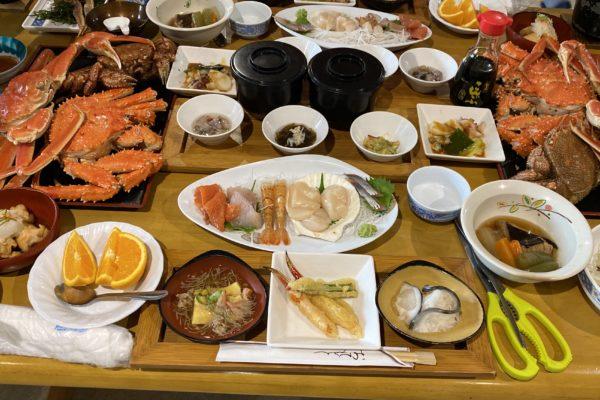 北海道北見市 サロマ湖畔 民宿船長の家で夕食はカニづくし